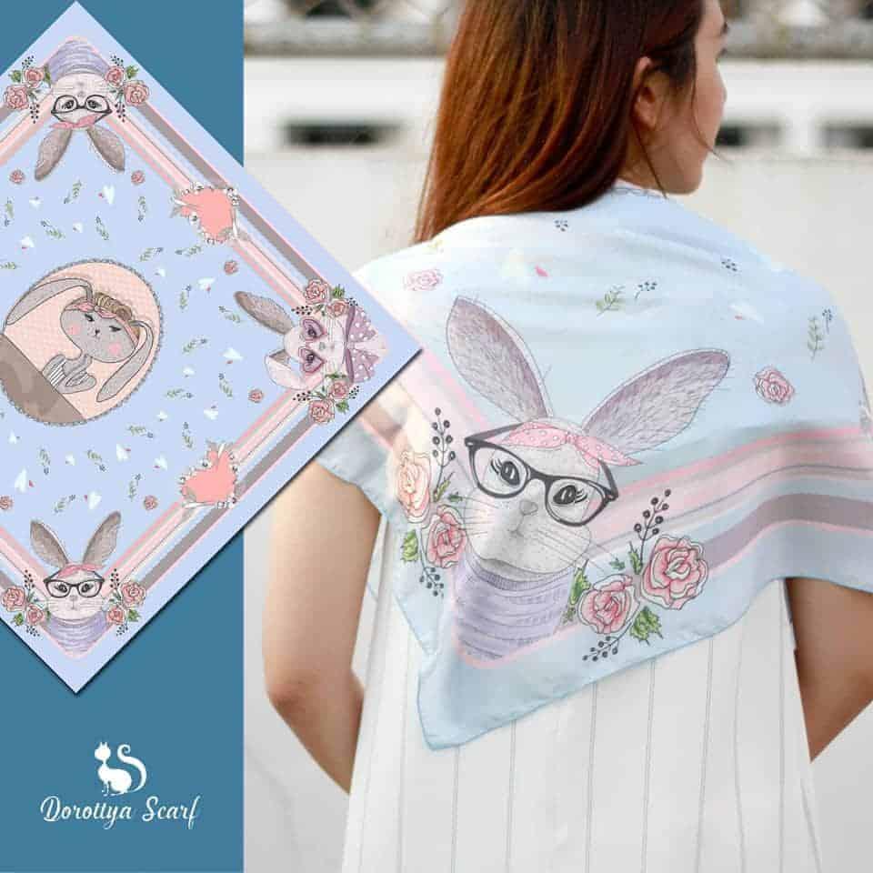 ผ้าพันคอ Alice in Wonderland - T19